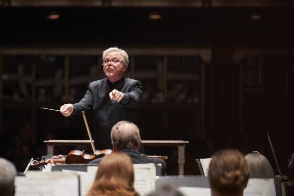 The Cleveland Women's Orchestra John Thomas Dodson, Conductor Jinjoo Choo, Violin Photo by Roger Mastroianni